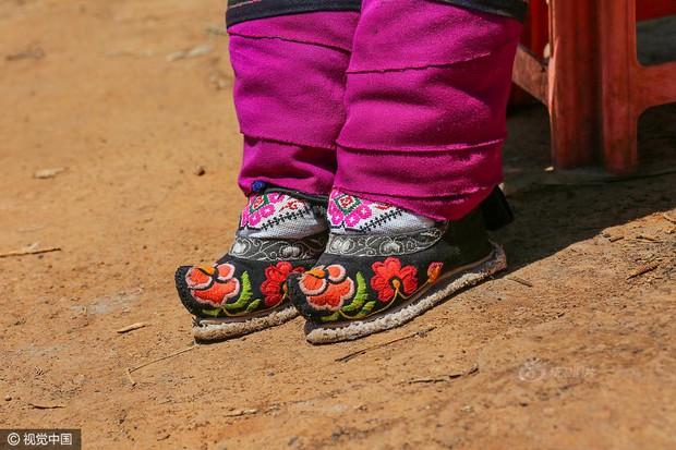 Mục sở thị những đôi chân gót sen cuối cùng của phụ nữ Trung Quốc thời hiện đại - Ảnh 1.