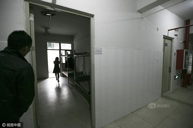 Cuộc sống của nữ công nhân vừa tròn 18 tuổi trong công xưởng sản xuất đồ chơi tình dục ở Trung Quốc - Ảnh 14.
