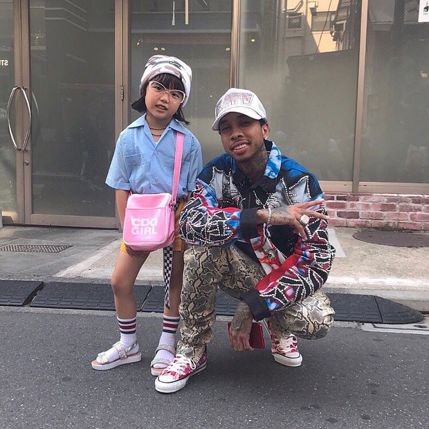 Mix đồ đẹp hơn người lớn, luôn đeo kính cực ngầu, cô bé này chính là fashion icon nhí chất nhất Nhật Bản - Ảnh 14.