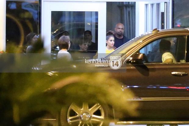 Độc quyền: Đến Việt Nam lúc 2h sáng, Ariana Grande vẫn lọt tầm ngắm paparazzi! - Ảnh 3.