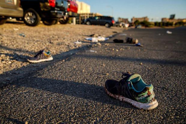 Nhìn lại những hình ảnh thảm khốc vụ xả súng khiến gần 600 người thương vong: Nỗi đau nước Mỹ không bao giờ quên - Ảnh 21.