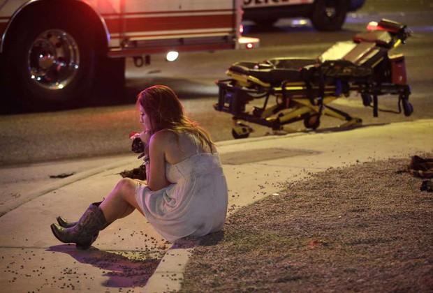 Nhìn lại những hình ảnh thảm khốc vụ xả súng khiến gần 600 người thương vong: Nỗi đau nước Mỹ không bao giờ quên - Ảnh 18.