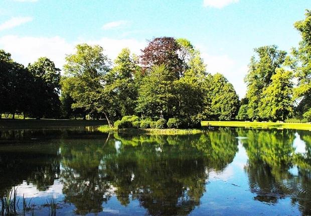 Cận cảnh nơi an nghỉ cuối cùng phủ bóng cây xanh của Công nương Diana - Ảnh 10.
