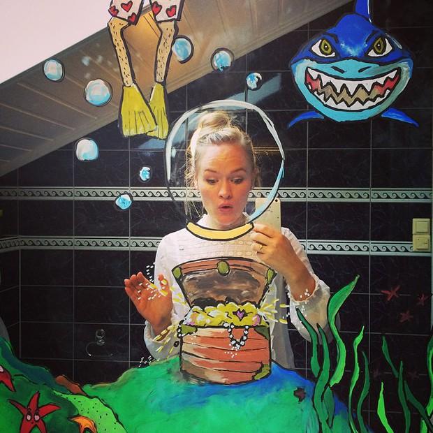 Đố bạn chụp selfie trong gương đẹp và chất như cô gái này - Ảnh 3.