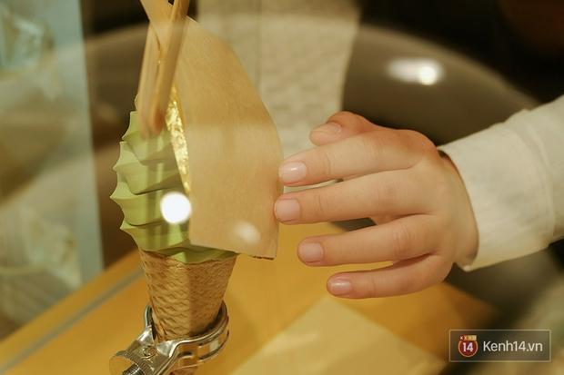 Đi ăn thử kem phủ vàng 24k đang siêu hot: Cực đáng đồng tiền bát gạo - Ảnh 6.