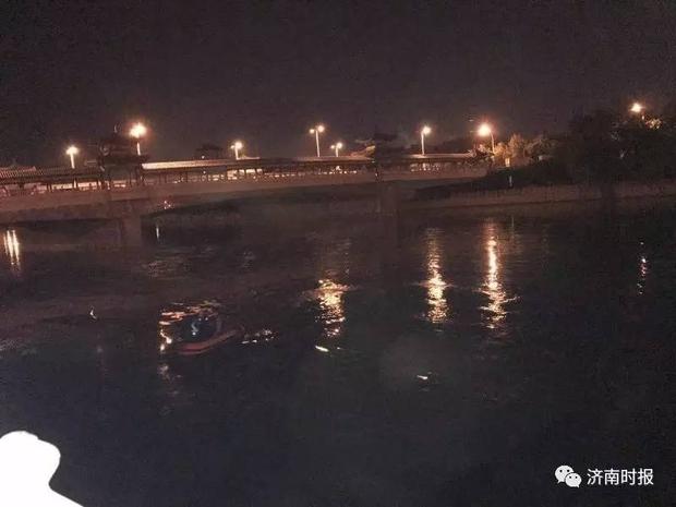 Cứu con gái nhảy sông tự tử vì buồn chán chuyện tình cảm, ông bố biến mất giữa dòng nước xoáy - Ảnh 1.