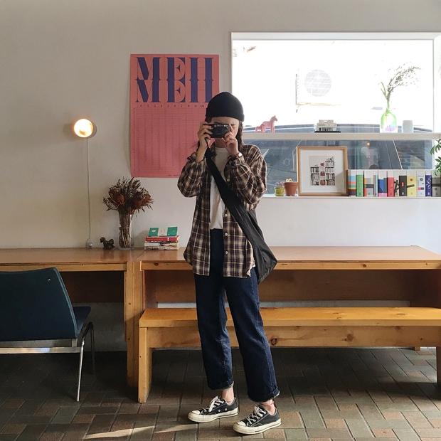 Không theo style đại trà của hot girl Hàn, cô nàng này sẽ khiến bạn xuýt xoa vì cách ăn mặc hay ho không chịu nổi - Ảnh 9.