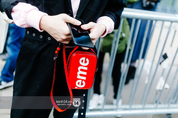 Nếu nghĩ street style tại Paris Fashion Week chỉ là cuộc chiến váy áo thì bạn nhầm to rồi - Ảnh 11.