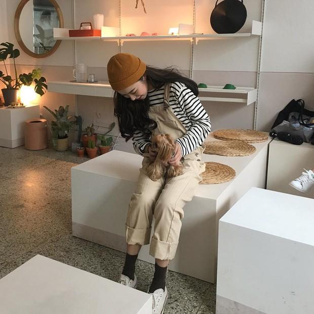 Không theo style đại trà của hot girl Hàn, cô nàng này sẽ khiến bạn xuýt xoa vì cách ăn mặc hay ho không chịu nổi - Ảnh 10.