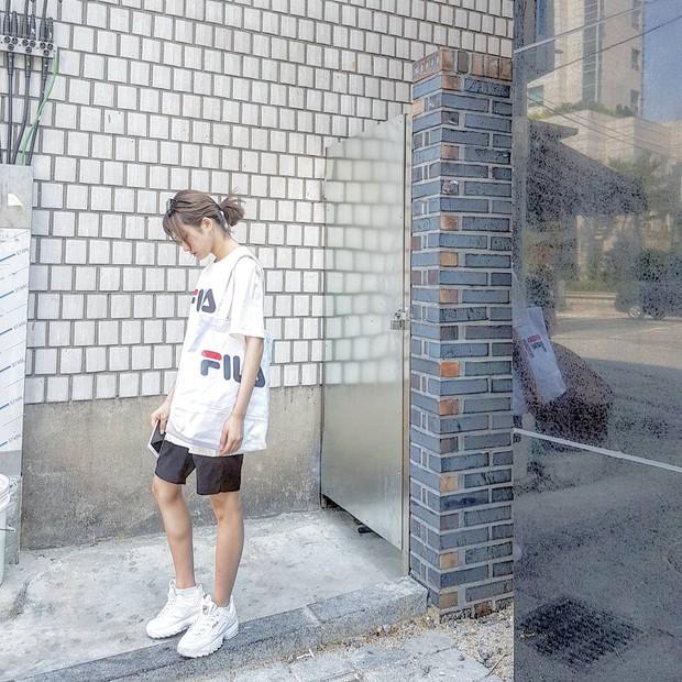 Giới trẻ châu Á người người nhà nhà đang diện T-shirt và sneaker Fila chất phát ngất ra sao? - Ảnh 10.