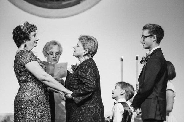 19 khoảnh khắc đám cưới đồng tính tuyệt đẹp khiến con người ta thêm niềm tin vào tình yêu - Ảnh 27.