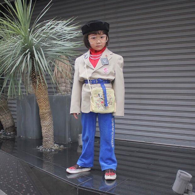Mix đồ đẹp hơn người lớn, luôn đeo kính cực ngầu, cô bé này chính là fashion icon nhí chất nhất Nhật Bản - Ảnh 15.