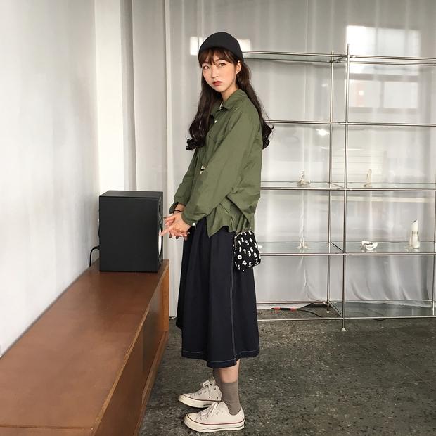 Không theo style đại trà của hot girl Hàn, cô nàng này sẽ khiến bạn xuýt xoa vì cách ăn mặc hay ho không chịu nổi - Ảnh 13.