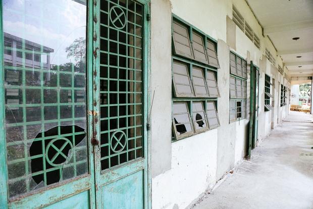 Cảnh u ám bên trong ngôi trường tiểu học 20 tỷ đồng bị bỏ hoang gần 10 năm giữa Sài Gòn - Ảnh 9.