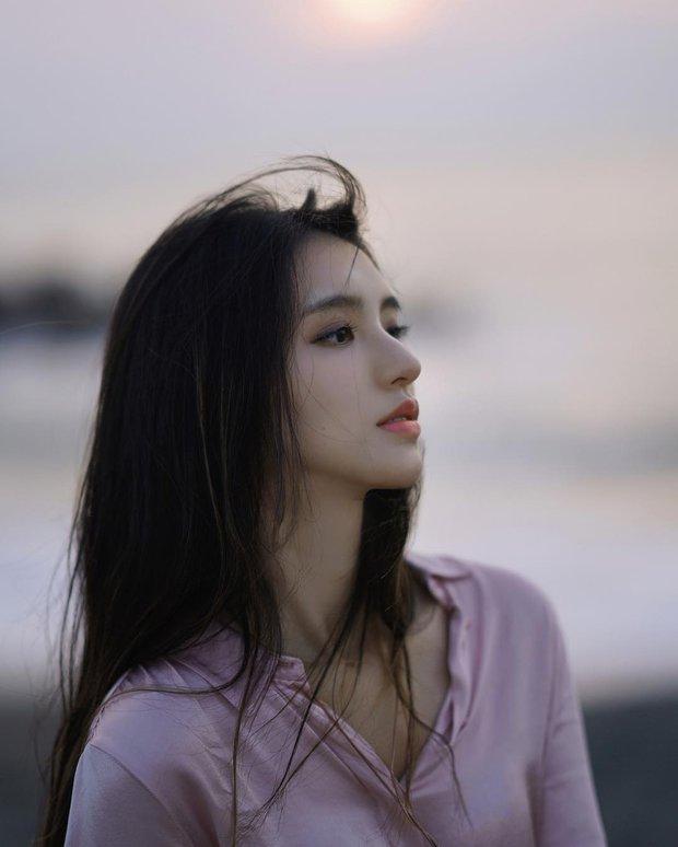 """Cô bạn Đài Loan gây bão vì """"góc nghiêng thần thánh"""" đẹp đến nao lòng"""