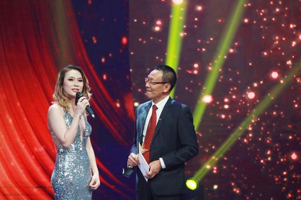 Mỹ Tâm biểu diễn ca khúc ồn ào đạo nhái của Khắc Hưng tại VTV Awards, bị MC Lại Văn Sâm trêu là lấy chồng muộn - Ảnh 4.