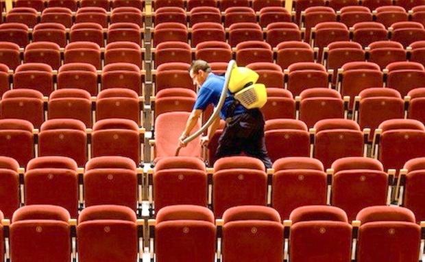 5 bí mật mà nhân viên ở rạp chiếu phim chỉ khi nghỉ việc rồi mới dám kể cho bạn - Ảnh 1.