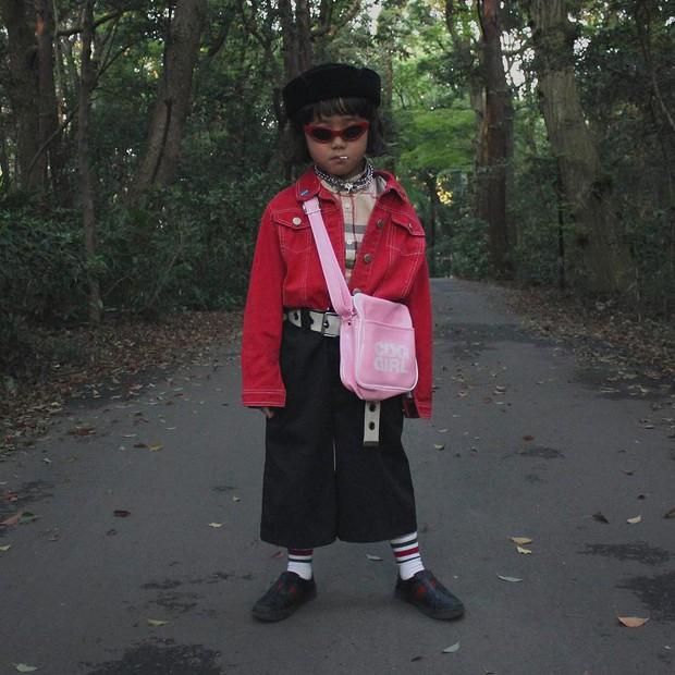 Mix đồ đẹp hơn người lớn, luôn đeo kính cực ngầu, cô bé này chính là fashion icon nhí chất nhất Nhật Bản - Ảnh 17.