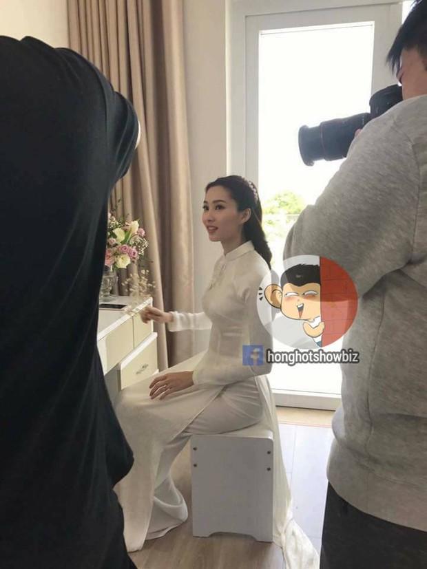 Hoa hậu Đặng Thu Thảo rạng rỡ bên doanh nhân Trung Tín trong đám hỏi bí mật tổ chức tại nhà riêng - Ảnh 2.