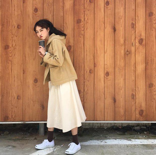 Không theo style đại trà của hot girl Hàn, cô nàng này sẽ khiến bạn xuýt xoa vì cách ăn mặc hay ho không chịu nổi - Ảnh 15.