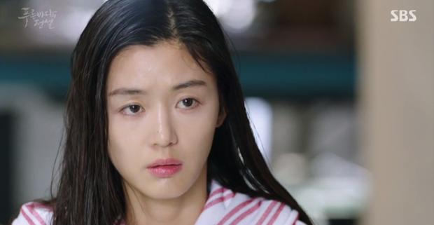 Huyền Thoại Biển Xanh: Gặp anh trai và bạn gái mình ăn mảnh, đố bạn Lee Min Ho nói gì? - Ảnh 10.