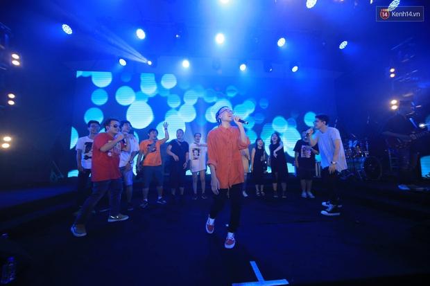 2.500 fan vỡ òa với show kỉ niệm 10 năm ca hát của Da LAB - Ảnh 10.