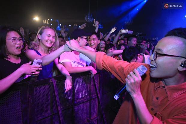 2.500 fan vỡ òa với show kỉ niệm 10 năm ca hát của Da LAB - Ảnh 11.