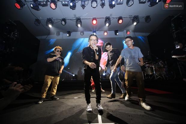 2.500 fan vỡ òa với show kỉ niệm 10 năm ca hát của Da LAB - Ảnh 14.