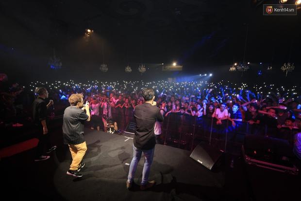 2.500 fan vỡ òa với show kỉ niệm 10 năm ca hát của Da LAB - Ảnh 15.