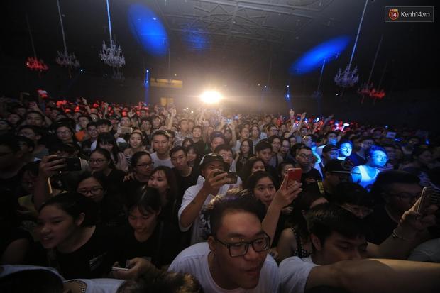 2.500 fan vỡ òa với show kỉ niệm 10 năm ca hát của Da LAB - Ảnh 3.