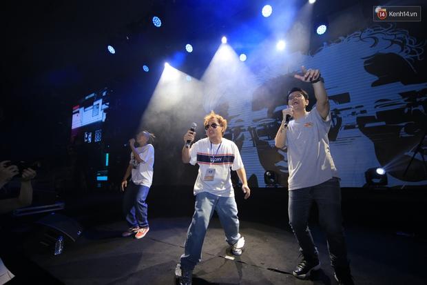 2.500 fan vỡ òa với show kỉ niệm 10 năm ca hát của Da LAB - Ảnh 5.