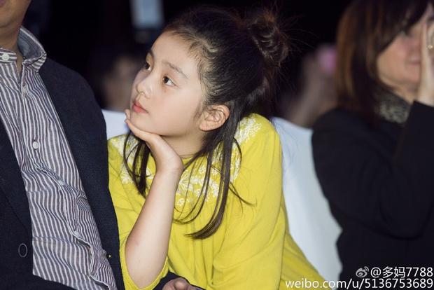 Huỳnh Đa Đa: Nữ thần Cbiz tài năng của tương lai khi vừa học giỏi, chân dài lại xinh đẹp vô cùng