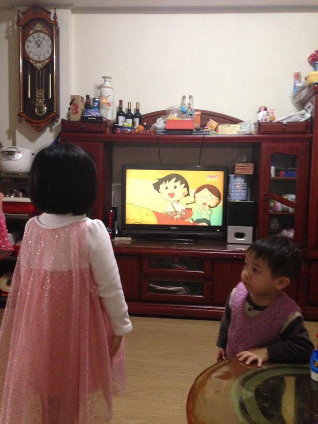 Bị mẹ ngăn cản, cô bé 5 tuổi vẫn kiên quyết cắt tóc răng cưa để giống thần tượng Maruko - Ảnh 2.