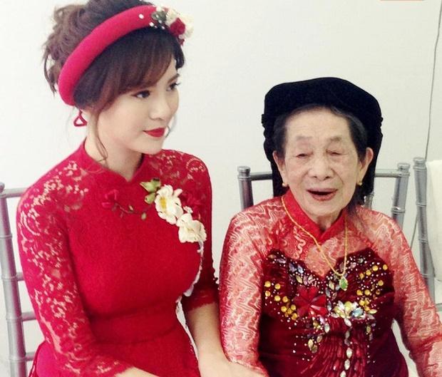 Hot girl Tú Linh M.U xinh đẹp rạng rỡ trong lễ ăn hỏi - Ảnh 10.