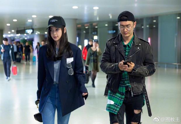 Sau scandal nhờ mang thai hộ, Angela Baby xuất hiện rạng rỡ, khoe đôi chân dài thẳng tắp tại sân bay - Ảnh 9.
