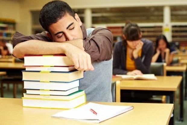 4 thói quen xấu điển hình của sinh viên năm nhất - Ảnh 2.