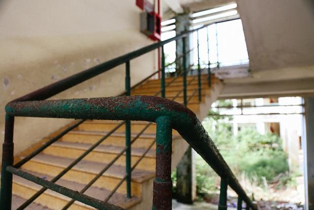 Cảnh u ám bên trong ngôi trường tiểu học 20 tỷ đồng bị bỏ hoang gần 10 năm giữa Sài Gòn - Ảnh 6.
