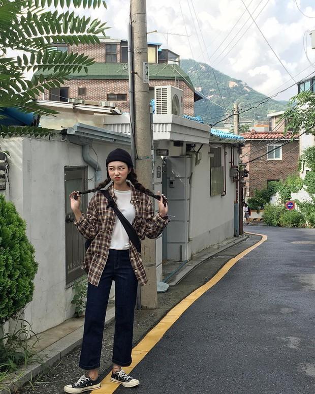 Không theo style đại trà của hot girl Hàn, cô nàng này sẽ khiến bạn xuýt xoa vì cách ăn mặc hay ho không chịu nổi - Ảnh 18.