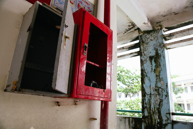 Cảnh u ám bên trong ngôi trường tiểu học 20 tỷ đồng bị bỏ hoang gần 10 năm giữa Sài Gòn - Ảnh 8.