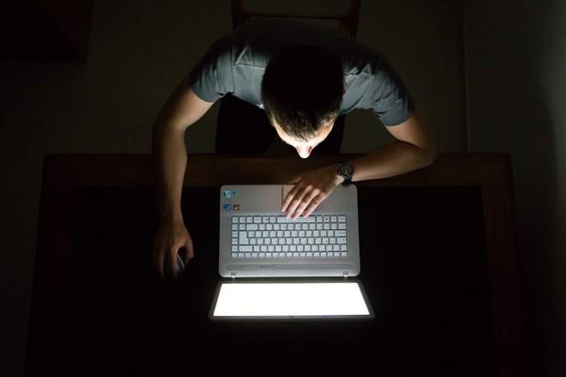 Bạn vẫn đang vô tư thức khuya mỗi đêm là do chưa biết đến 3 trường hợp đột quỵ nghiêm trọng này - Ảnh 2.