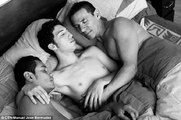 3 người đàn ông đồng tính cùng cưới nhau nhưng vẫn chung sống hạnh phúc dưới một mái nhà - Ảnh 3.