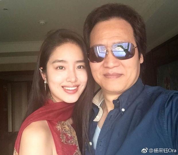Bạn gái kém 30 tuổi của cha nuôi Lưu Diệc Phi bị chỉ trích hám danh lợi khi công khai tình yêu - Ảnh 4.