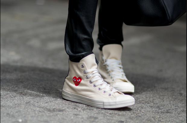 Converse x COMME des GARÇONS Play: đôi sneaker ra mắt đã lâu nhưng chưa bao giờ giới trẻ thôi mê đắm - Ảnh 3.