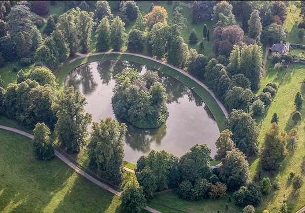 Cận cảnh nơi an nghỉ cuối cùng phủ bóng cây xanh của Công nương Diana - Ảnh 7.