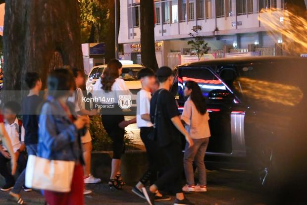 Hà Hồ - Kim Lý lại dính như sam, thân mật ngoài phố và cùng nhau về nhà lúc nửa đêm - Ảnh 2.