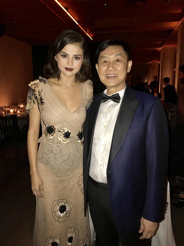 Bố mẹ chồng Tăng Thanh Hà dự tiệc thời trang chuẩn siêu sao cùng Selena Gomez - Ảnh 3.