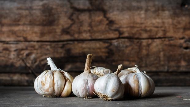 Đã bị đau dạ dày thì nên hạn chế 5 thực phẩm này để bệnh không nghiêm trọng thêm - Ảnh 1.