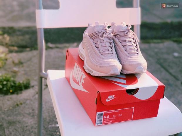 Review đôi sneaker được ví như viên kẹo ngọt đang đốn tim các cô nàng: Nike Air Max 97 Premium Pink Snakeskin - Ảnh 3.