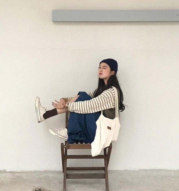Không theo style đại trà của hot girl Hàn, cô nàng này sẽ khiến bạn xuýt xoa vì cách ăn mặc hay ho không chịu nổi - Ảnh 2.