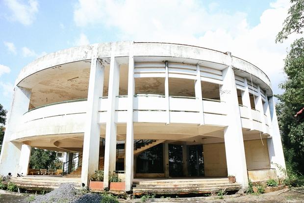 Cảnh u ám bên trong ngôi trường tiểu học 20 tỷ đồng bị bỏ hoang gần 10 năm giữa Sài Gòn - Ảnh 3.